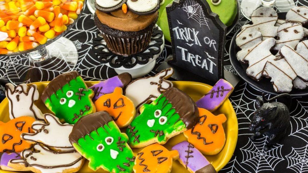 halloween treats, halloween cookies, halloween cupcakes